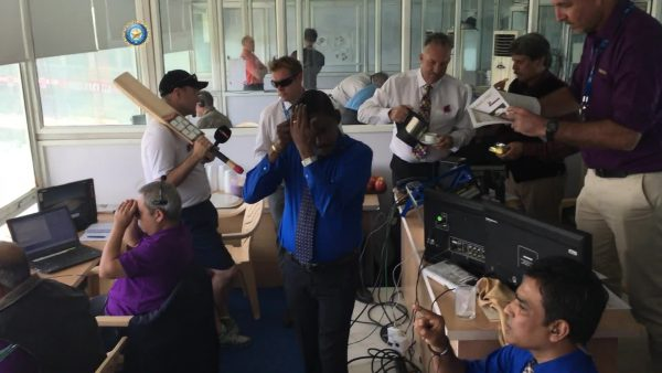 Cricket commentators in India including Ian Botham and Michael Atherton attempt the Mannequin Challenge | Sky Sports