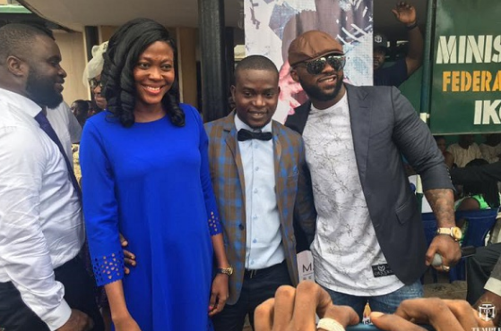Iyanya surprises couples with performance at Ikoyi registry | TheCable.ng