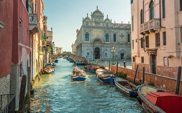 Anyone shouting 'Allahu Akbar' in Venice 'will be shot within four steps'