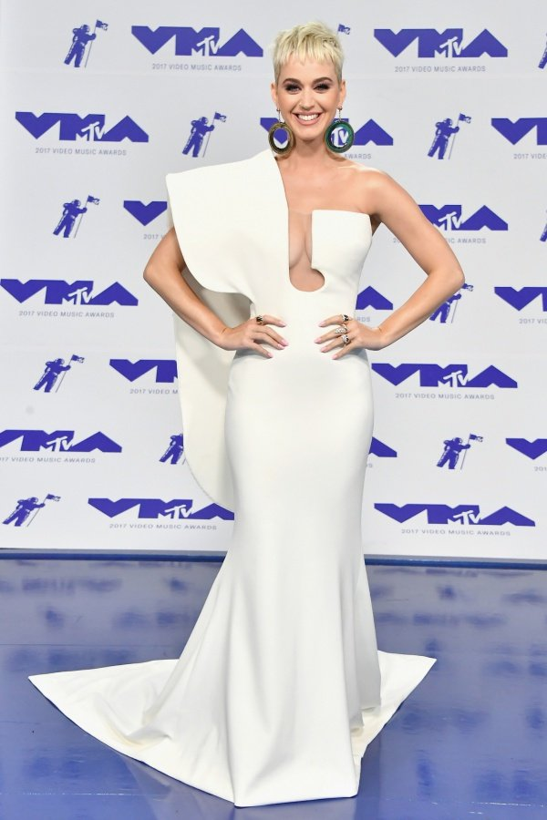katy-perry-red-carpet-2