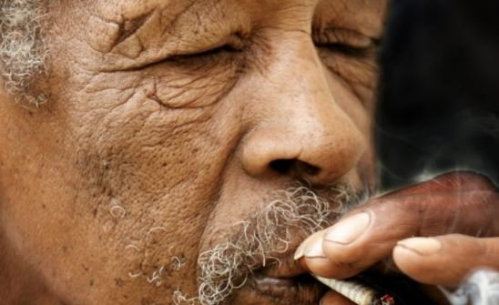 Study: Heavy drinking, smoking speed up ageing process