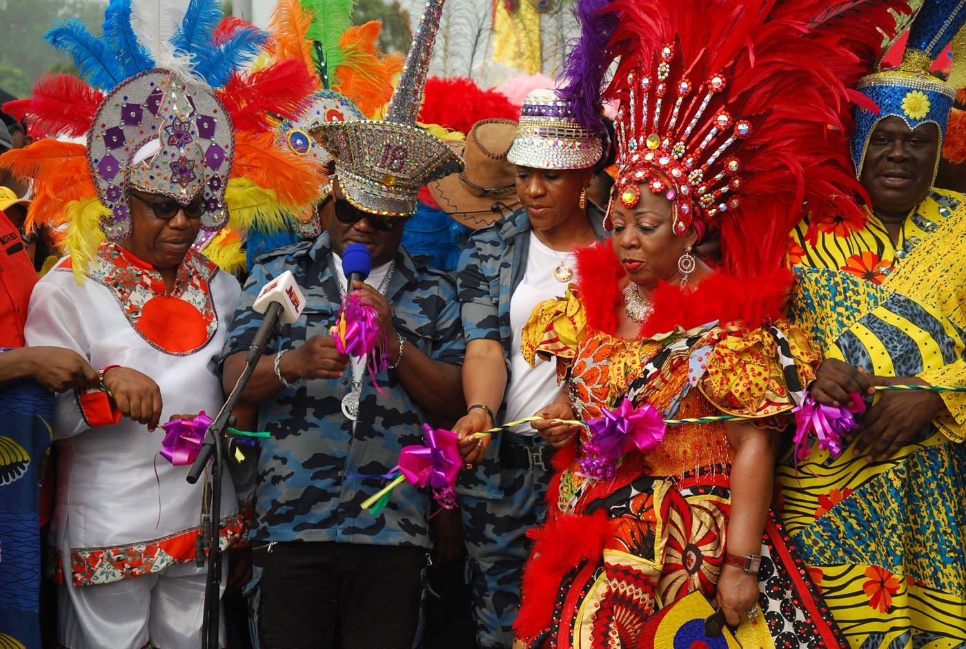 L-R Cross Rivers State Deputy Governor, Ivara Esu, Cross River State Governor, Ben Ayade; His Wife Mrs Ayade; Sen Florence Ita Giwa and Former Deputy Governor of Cross River State during the Flaggoff Of Carnival Calabar 2017. Photo: Nwankpa Chijioke