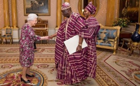 EXTRA: Queen Elizabeth creates major fashion moment with Nigeria's high…