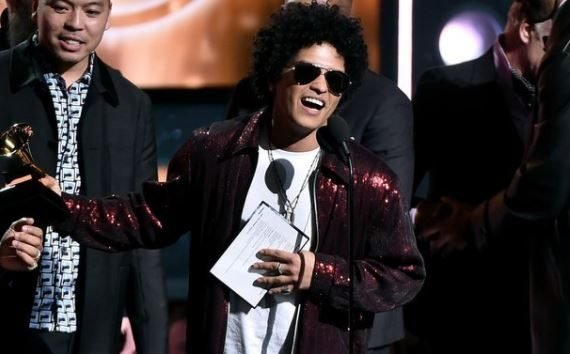 FULL LIST: Bruno Mars leads winners with six awards at…