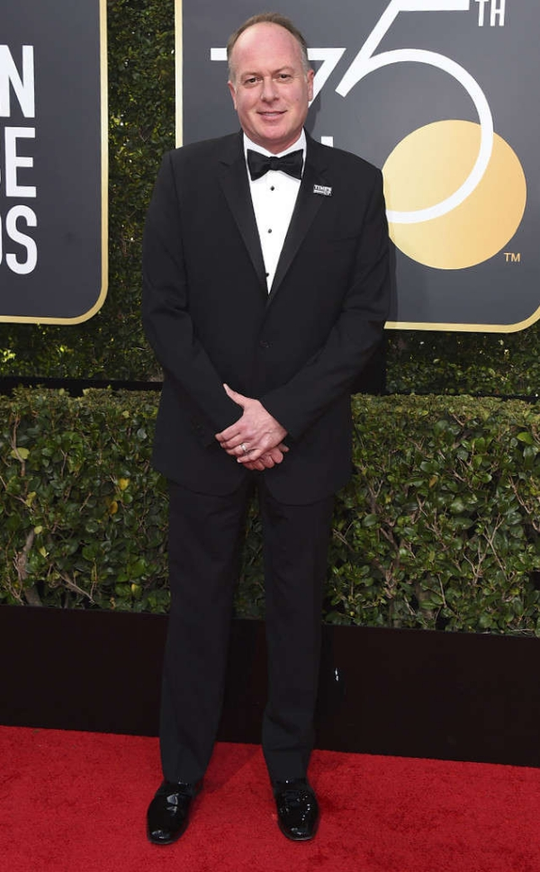 rs_634x1024-180107144747-634-Tom-McGrath-red-carpet-fashion-2018-golden-globe-awards.