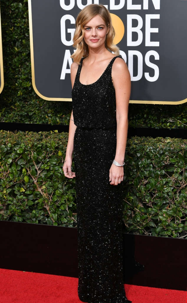 rs_634x1024-180107145020-634-red-carpet-fashion-2018-golden-globe-awards-Samara-Weaving.