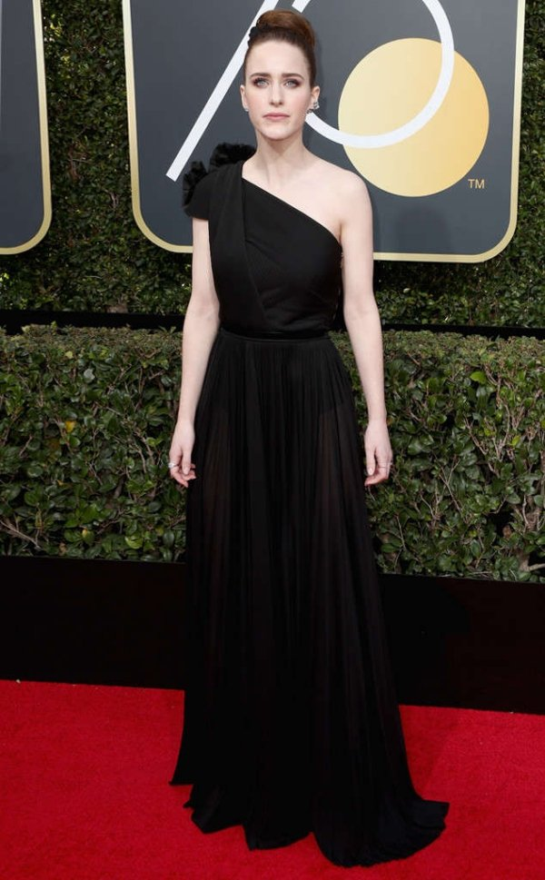 rs_634x1024-180107150044-634-Rachel-Brosnahan-carpet-fashion-2018-golden-globe-awards.