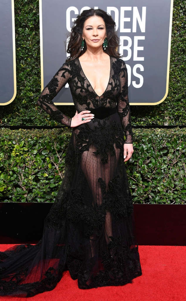rs_634x1024-180107152133-634-catherine-zeta-jones-carpet-fashion-2018-golden-globe-awards.
