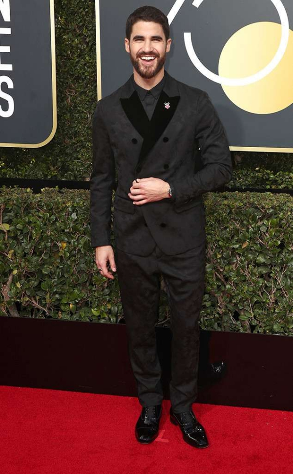 rs_634x1024-180107154013-634-red-carpet-fashion-2018-golden-globe-awards-darren-criss.ct.010718.