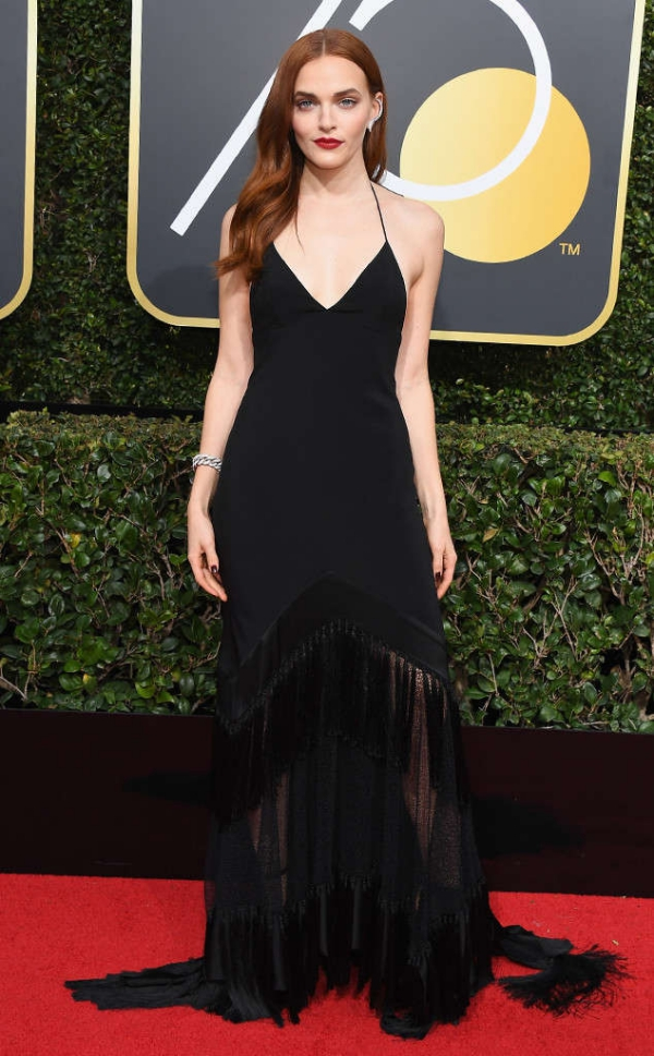 rs_634x1024-180107154014-63-Madeline-Brewer-red-carpet-fashion-2018-golden-globe-awards-.