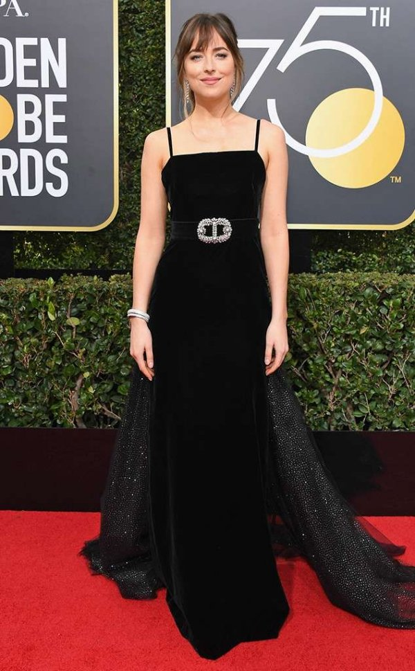 rs_634x1024-180107154447-634-red-carpet-fashion-2018-golden-globe-awards-dakota-johnson.ct.010718.