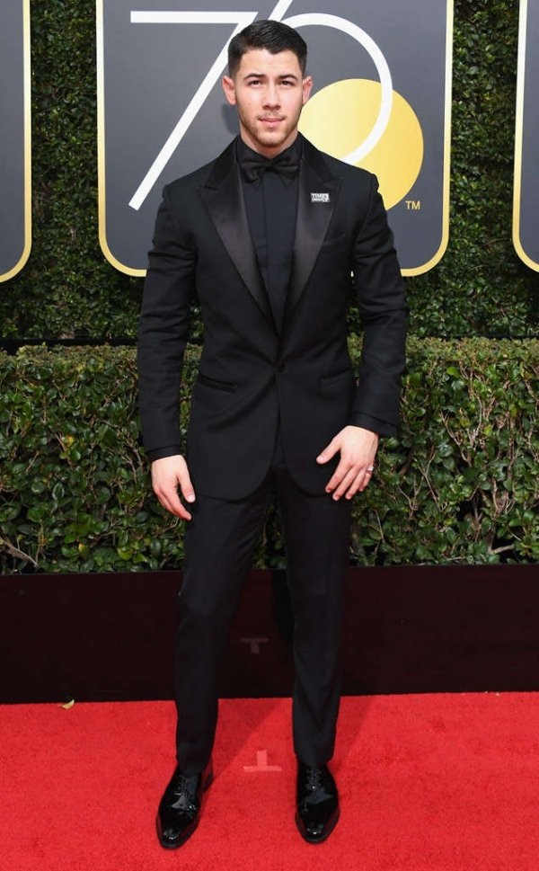 rs_634x1024-180107154656-634-red-carpet-fashion-2018-golden-globe-awards-nick-jonas.