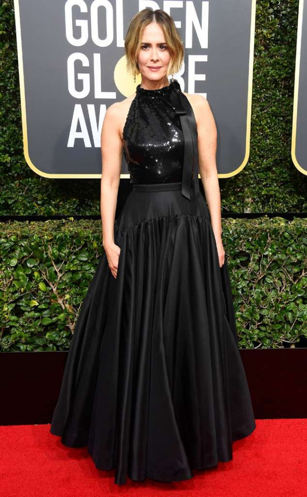 rs_634x1024-180107155850-634-red-carpet-fashion-2018-golden-globe-awards-sara-paulson.