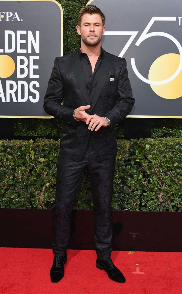 rs_634x1024-180107163212-634-red-carpet-fashion-2018-golden-globe-awards-chris-hemsworth.ct.010718.