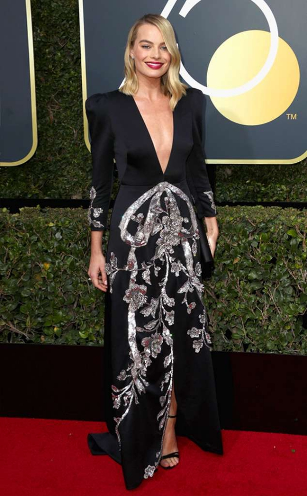 rs_634x1024-180107163532-634-red-carpet-fashion-2018-golden-globe-awards-margot-robbie.