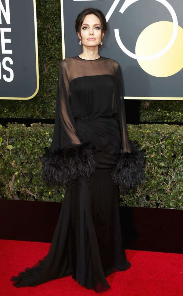 rs_634x1024-180107163847-634-angelina-red-carpet-fashion-2018-golden-globe-awards-.