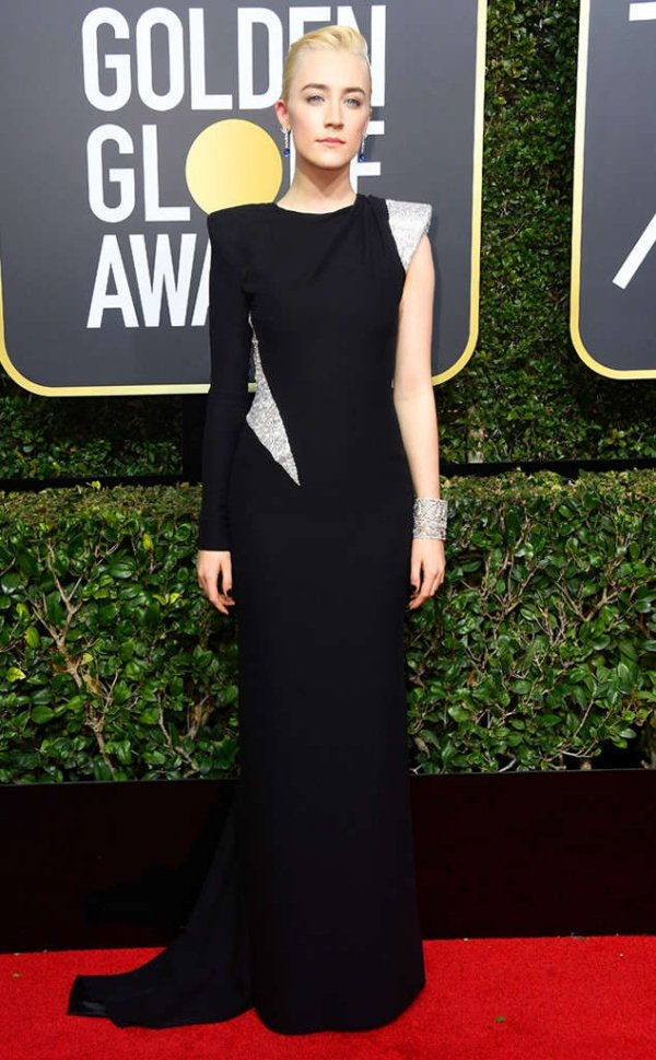 rs_634x1024-180107165146-634-red-carpet-fashion-2018-golden-globe-awards-Saoirse-Ronan.