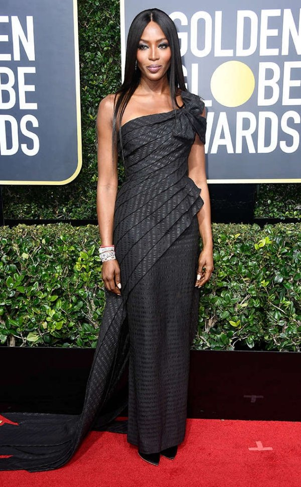 rs_634x1024-180107165616-634-naomi-campbell-red-carpet-fashion-2018-golden-globe-awards-.