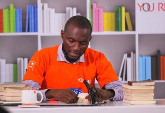 Nigerian breaks Guinness world record for 'longest marathon reading aloud' | TheCable.ng