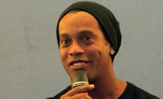 EXTRA: Ronaldinho 'to marry two women' at the same time