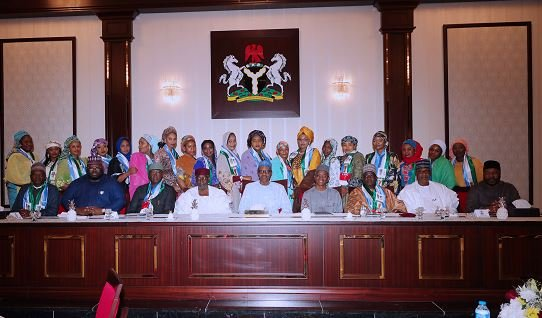PHOTOS: Kannywood actors, donning APC mufflers, dine with Buhari
